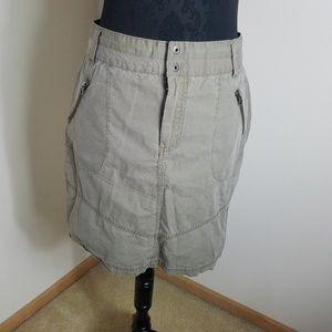 Columbia Khaki Skirt With 2 Front Zipper Pockets